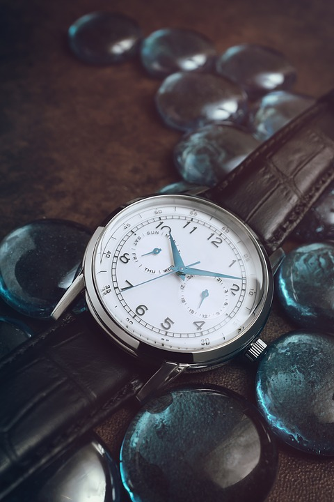 7 Travel Watches According to Your Style